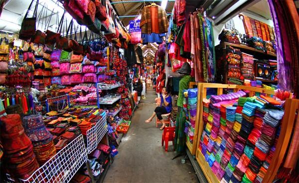 Chợ Quảng Châu cung cấp đa dạng các loại quần áo