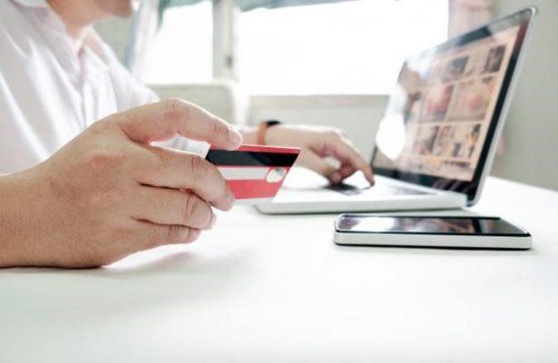 eBay chấp nhận thanh toán bằng các loại thẻ thanh toán quốc tế hoặc Paypal