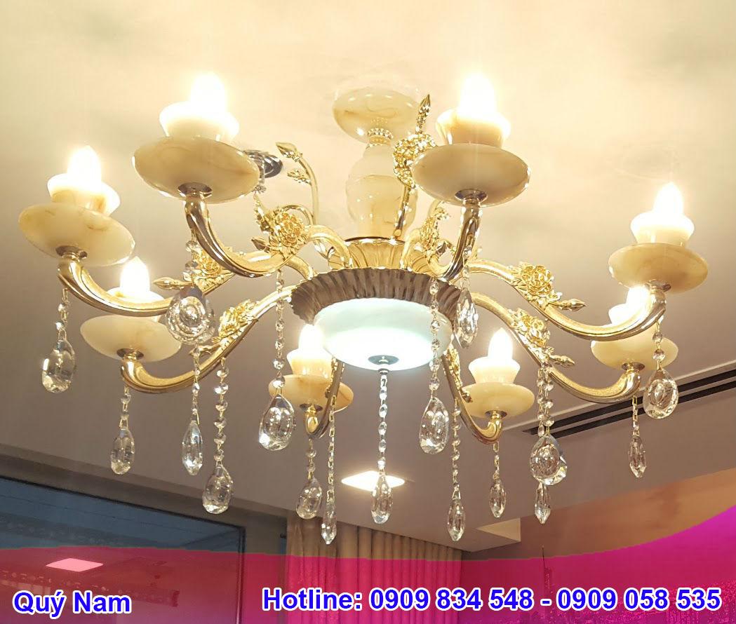 Mỗi chất liệu đèn mang một vẻ đẹp và ý nghĩa riêng, đem đến nhiều sự lựa chọn cho khách hàng