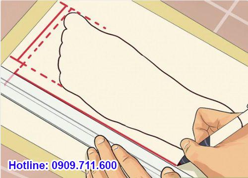 Vẽ lại kích thước bàn chân của bạn